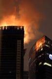 Fuego en el rascacielos de la ciudad de Moscú Fotografía de archivo libre de regalías