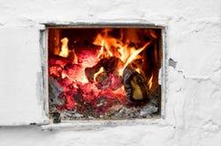 Fuego en estufa vieja Fotografía de archivo libre de regalías