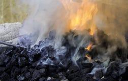Fuego en fragua fotografía de archivo libre de regalías