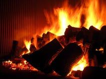 Fuego en la caldera de la rejilla de la parrilla Imagen de archivo