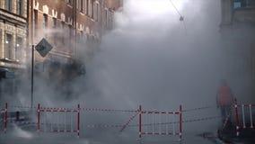 Fuego en la ciudad Fuego fuerte Humo grande almacen de video