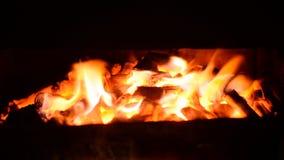 Fuego en la estufa almacen de metraje de vídeo