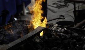 Fuego en la fragua fotos de archivo libres de regalías