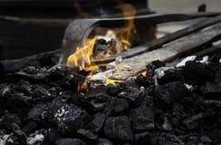 Fuego en la fragua imagen de archivo