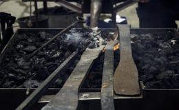 Fuego en la fragua imagen de archivo libre de regalías