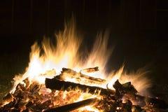 Fuego en la noche Foto de archivo libre de regalías