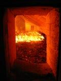Fuego en la rejilla de la caldera Fotos de archivo