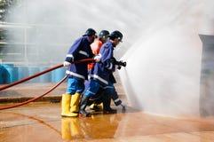 Fuego en las enseñanzas del ministerio de situaciones de emergencia Fotografía de archivo