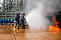 Fuego en las enseñanzas del ministerio de situaciones de emergencia Imágenes de archivo libres de regalías