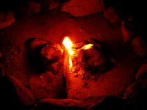 Fuego en las impresiones finas de los papeles pintados del fondo de los días de fiesta de la playa imagenes de archivo