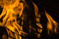 Fuego en parrilla imagen de archivo libre de regalías