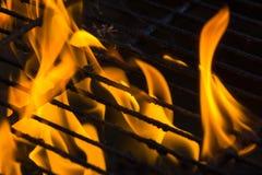 Fuego en parrilla Fotografía de archivo libre de regalías
