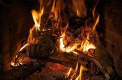 Fuego en primer de la chimenea foto de archivo libre de regalías