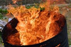 Fuego en un barril Fotografía de archivo libre de regalías