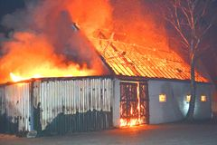 Fuego en un granero Imagenes de archivo