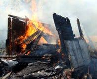 Fuego en una casa abandonada Fotografía de archivo