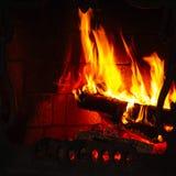 Fuego en una chimenea Imagenes de archivo
