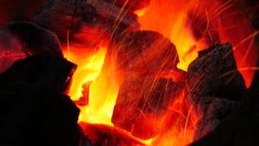 Fuego en una estufa caliente