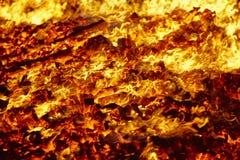 Fuego Material incandescente del volc?n Hoguera caliente del carb?n de le?a Emisiones de carbono imágenes de archivo libres de regalías