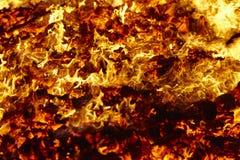 Fuego Material incandescente del volc?n Hoguera caliente del carb?n de le?a Emisiones de carbono imagen de archivo