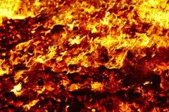 Fuego Material incandescente del volc?n Hoguera caliente del carb?n de le?a Emisiones de carbono foto de archivo libre de regalías