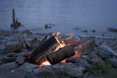 Fuego Pit By The Water Fotografía de archivo