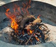 Fuego que acampa Imagenes de archivo