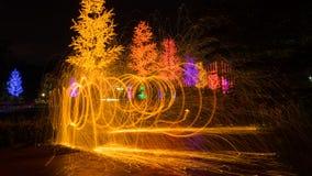Fuego que hace girar de las lanas de acero Fotos de archivo libres de regalías