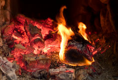 Fuego que quema en el horno Imagen de archivo libre de regalías