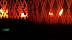 Fuego romántico y místico de la luz de la vela almacen de video