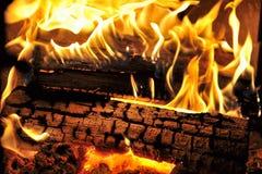 Fuego verdadero de Woodburning foto de archivo
