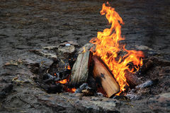 Fuego vivo de la llama Imágenes de archivo libres de regalías