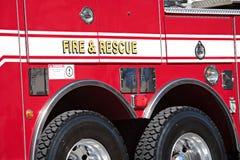 Fuego y vehículo de rescate Fotografía de archivo