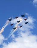 Fuegos artificiales aéreos en desfile Foto de archivo libre de regalías