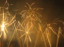 Fuegos artificiales amarillos Imagen de archivo