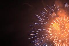 Fuegos artificiales anaranjados Imagen de archivo