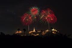 Fuegos artificiales anuales del festival de la provincia de Phetchaburi Foto de archivo libre de regalías