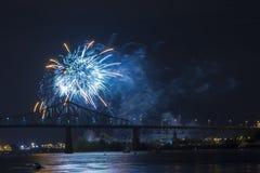 Fuegos artificiales azules en Montreal Fotos de archivo