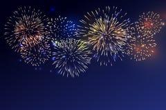 Fuegos artificiales brillantemente coloridos en el fondo crepuscular libre illustration