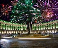 Fuegos artificiales celebradores sobre cuadrado de la república. Italia. Fotografía de archivo libre de regalías