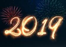 Fuegos artificiales chispeantes de la Feliz Año Nuevo 2019 Fotografía de archivo