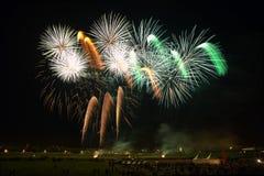 Fuegos artificiales coloreados hermosos en Zagreb, Croacia, en la noche Imagen de archivo libre de regalías