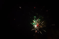 Fuegos artificiales coloridos Fotos de archivo libres de regalías