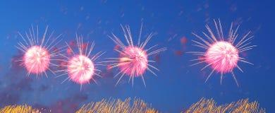 Fuegos artificiales coloridos celebradores Imagen de archivo