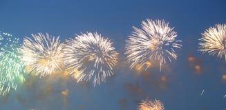 Fuegos artificiales coloridos celebradores Fotografía de archivo libre de regalías