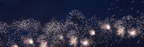 Fuegos artificiales coloridos celebradores Fotografía de archivo
