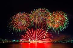 Fuegos artificiales coloridos en Seul, Corea del Sur Foto de archivo libre de regalías