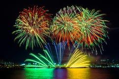 Fuegos artificiales coloridos en Seul, Corea del Sur Imagen de archivo libre de regalías