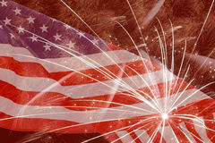 Fuegos artificiales contra la bandera de Estados Unidos Fotos de archivo libres de regalías