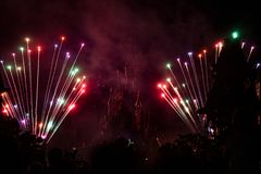 Fuegos artificiales de Disneyland Resort París Imagen de archivo libre de regalías